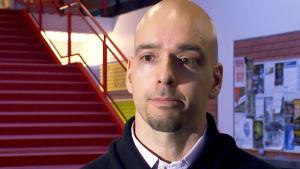 Ravitsemusepidemiologian dosentti Jyrki Virtanen haastattelukuvassa