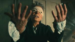 David Bowie musiikkivideossa Blackstar (2015).