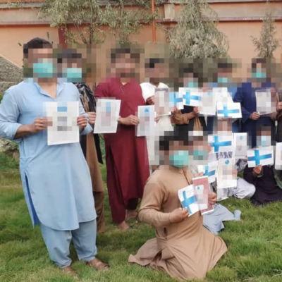 Säkerhetsvakter protesterar i Kabul mot att Finland inte inkluderat dem bland den säkerhetspersonal som evakuerats till Finland.
