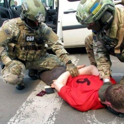 Den ukrainska säkerhetstjänsten SBU har offentliggjort bilder på gripandet.