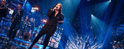 Diandra laulaa Elämäni Biisi -lavalla Georgia on my Mindia.