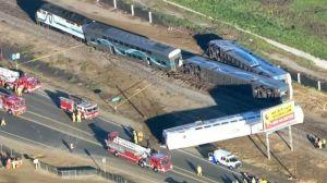 En tågolycka inträffade nära Los Angeles den 24 februari 2015. Ett trettiotal personer skadades.