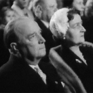 Markus-setä ja hänen vaimonsa Messuhallissa Markus-sedän läksiäisissä.