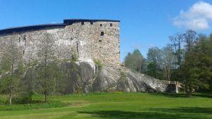 Raseborgs slott med den tillfälliga trappan till höger.