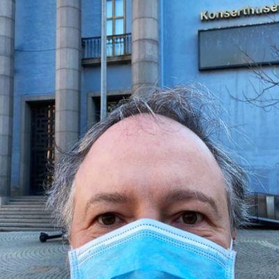 Kapellimestari Sakari Oramo Tukholmassa maaliskuussa 2021.