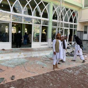 Bild på utblåsta fönster i en moské i Afghanistan.