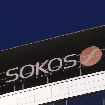 Sokos Hotellin logo rakennuksen katolla.