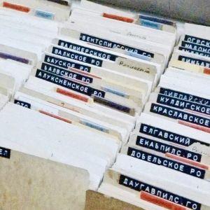 Tjeka-väskorna såg ut så här och innehöll över 4.000 kort med namn och ibland lite information om personer som, tror många experter, har varit KGB-medarbetare.