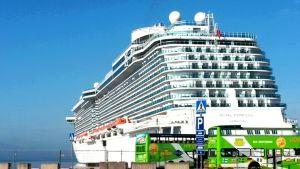 Kryssningsfartyg i Västra Hamnen i Helsingfors