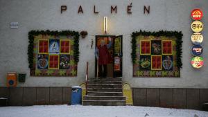 Dokumentissa Hypermarket Nation Palménin veljekset pyörittävät pientä ruokakauppaa Vantaalla.