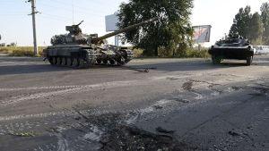 Ukrainska tanker i vakt nära Mariupol, på vägen som leder till Ryssland den 7 september.