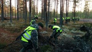Militärpoliser letar efter ett försvunnet stormgevär vid Björneborgs brigad.