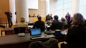 Rättegång mot de åtalade vårdarna i Eerikafallt