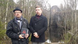 Juha Roiha ja Perttu Häkkinen Lemminkäisen temppelillä