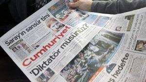 Turkiska oppositionsmedier skrev om ditaturfråga