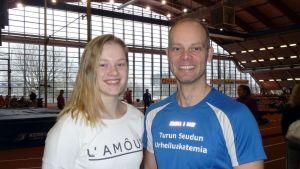 Wilma Murto och tränaren Jarno Koivunen.
