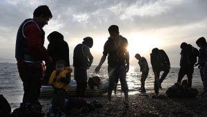 Papperslösa flyktingar på den grekiska ön Kos i maj 2015.