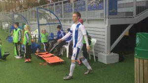 Tobias Fagerström i landslagsdressen inför matchen mot Ryssland.