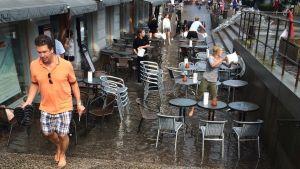 Regnvädret orsakade översvämning på Kaffehuset August.