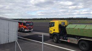 Olja runnit ut vid Åbo flygplats 24.9.2014
