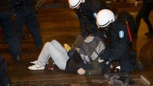 Polisen grep flera demonstranter
