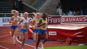 Karin Storbacka mfl i löptävling.