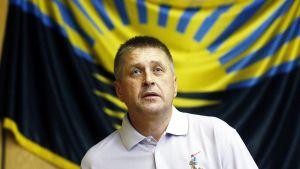 Vjatjeslav Ponomarjov säger att de fyra OSSE-observatörerna är i säkerhet.