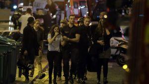 Tiotals döda i sju attacker i Paris