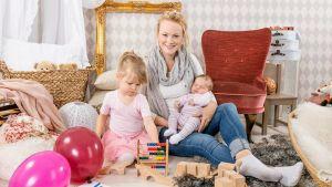 Carola Ekman med sina döttrar Lo och Gry.