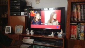 Televisiokuvassa Espanjan prinsessat Leonor ja Sofia