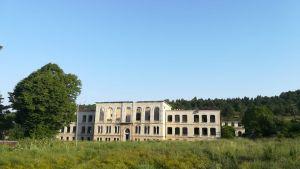 Ruinerna av Realakan-högskolan i Sjusja där armenier och azerier studerade tillsammans.