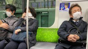 Munskydd har blivit hårdvaluta i Japan och säljs till överpriser på internet.