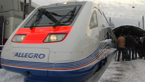 Ett Allegrotåg vid Helsingfors järnvägsstation