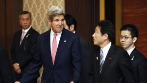 USA:s utrikesminister John Kerry träffade Japans utrikesminister Fumio Kishida