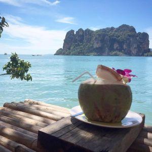 Kokosnötsdrink i Thailand.