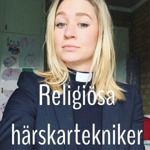 """Esther Kazen tittar in i kameran. På bilden står det """"Religiösa härskartekniker""""."""
