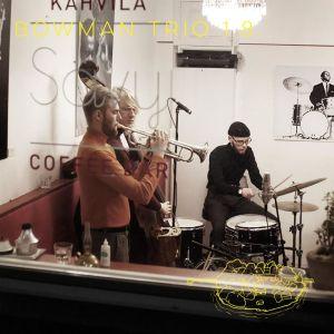 Bowman Trio uppträder på Café Sävy i Sörnäs