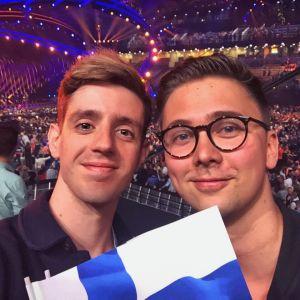 José och Sami på konsert.