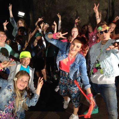 Från bandningen av musikvideon av MGP 2015 tillsammans med finalisterna,  dansarna och Anna-Karin och Jontti.