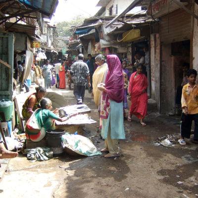 giftig sprit såldes i slummen i Bombay