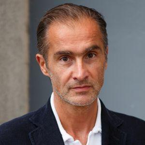 Författaren Aris Fioretos ser rakt in i kameran. 2018.