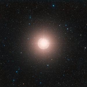 Hahmotelma siitä, miltä supernovana räjähtänyt Betelgeuse voisi näyttää taivaalla.