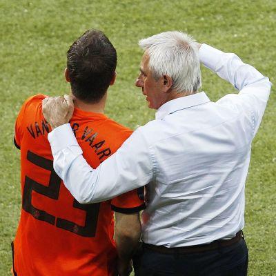 Rafael van der Vaart ja Bert van Marwijk.