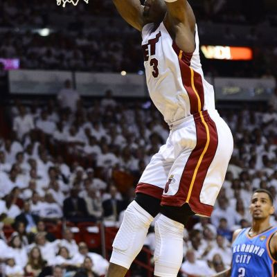 Miami Heatin Dwayne Wade nousee donkkiin.