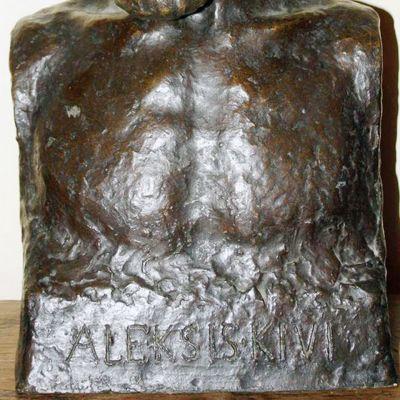 Eteläsuomalaisen osakunnan välittämä kuva  pronssisesta patsaasta, joka on varastettu osakunnan tiloista Helsingin Uudesta ylioppilastalosta.