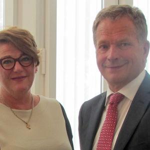 Jaana Selin ja tasavallan presidentti Sauli Niinistö