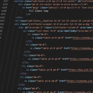 HTML-kod på mörk bakgrund.