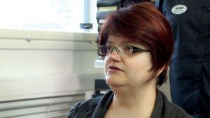 Sari Laakso haastattelukuvassa.