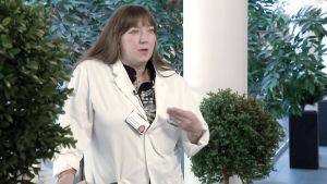 Osastonylilääkäri Minna Tanner