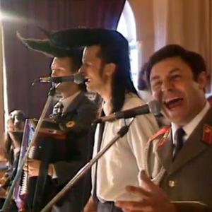 Leningrad Cowboys harjoittelee yhdessä Puna-armeijan kuoron kanssa (1993),